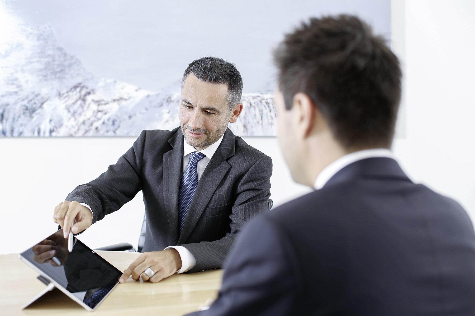 Graubündner Kantonalbank zertifiziert ihre ersten Kundenberaterinnen und Kundenberater